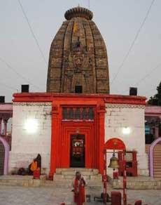 स्वयं के बचाव के लिए इस मंदिर ने बदल ली अपनी ही दिशा