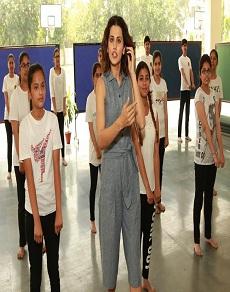 तापसी पन्नू पहुंचीं अपने स्कूल, बच्चों को दी सेल्फ डीफेंस की ट्रेनिंग, देखें तस्वीरें
