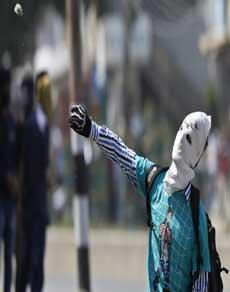 कश्मीरी पंडितों के पुनर्वास पर अलगाववादियों का विरोध, देखें तस्वीरें