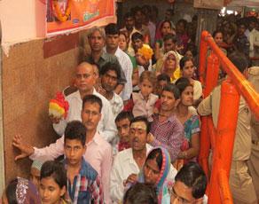 देखें तस्वीरें- विंध्याचल में नवरात्र का पहला दिन