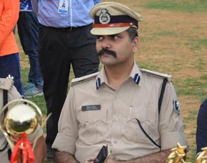 इस बिहारी पुलिस अधिकारी के लाखों फैन, देखें तस्वीरें...