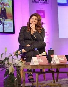 photos: मिस फनीबोन्स ट्विंकल खन्ना दिखीं अलग रूप में, दिए विवादित बयान