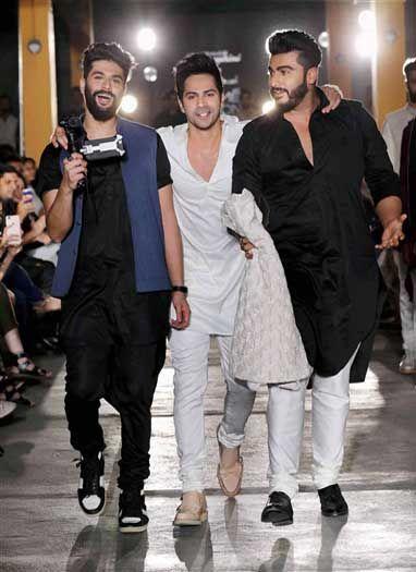 लैक्मे फैशन वीक के पहले दिन दिखा सितारों का जलवा