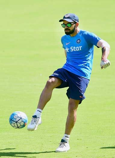बेंगलुरू में भारतीय कप्तान विराट कोहली ने जमकर अभ्यास किया