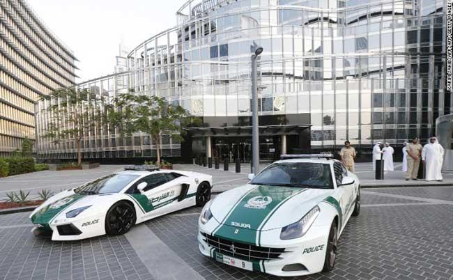 तस्वीरें : दुनिया की सबसे तेज कार 'बुगाती' पर सवार होगी दुबई पुलिस