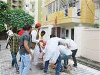 गोरखपुर का गुस्सा प्रयाग में स्वास्थ्य मंत्री के घर फूटा