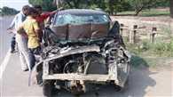 ट्रैक्टर-ट्रॉली में घुसी कार, तीन की मौत, तीन घायल