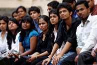 बेरोजगारों की फौज, नेता-अफसर काटें मौज