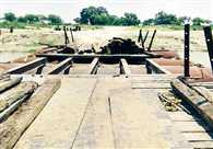 राप्ती में बढ़ा पानी तो हटा लिया पुल