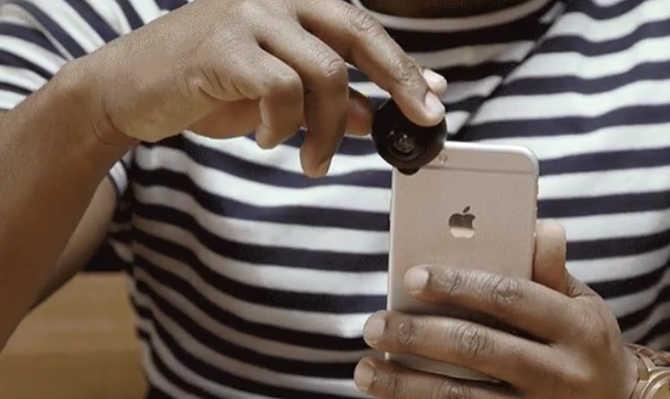 अपने स्मार्टफोन में लगाओ यह 360 डिग्री लेंस और एक बार में लगा लो दुनिया का पूरा चक्कर