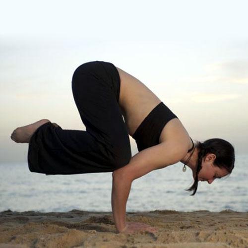 तस्वीरों में देखें: इन चार योगासनों से सुधरेगा बिगड़ा मूड