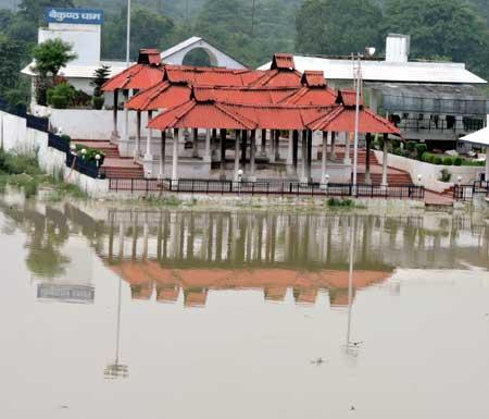 Increasing water level of Rapti haunts Gorakhpurites