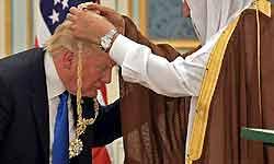 ट्रंप को सऊदी अरब से तोहफे में मिलीं चप्पल-सैंडिल