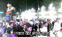 इलाहाबाद: लंकापति रावण की प्राचीन शोभायात्रा में दिखे ये भव्य नजारे
