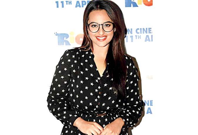 Bollywood में फिर लौटा विंटेज फैशन, जानें फिल्मों में पुराने दौर की वापसी पर डिजायनर्स करते हैं क्या