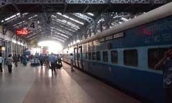 5 चीजें, जो अक्सर इंडियंस करते हैं ट्रेन में सफर के दौरान