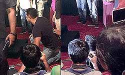 सलमान की अदा, ट्यूबलाइट मूवी ट्रेलर देखने के लिए दर्शकों के साथ बैठ गए जमीन पर