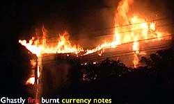 कानपुर: ATM में लगी भयानक आग, लाखों के नोट स्वाहा, देखें वीडियो