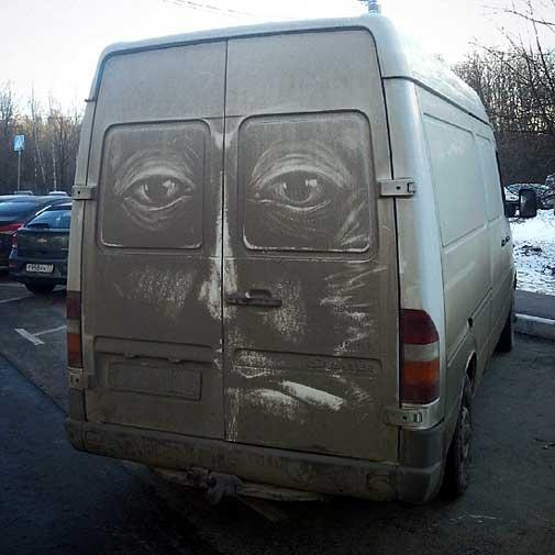ये आर्टिस्ट धूल से पटी गाड़ियों को बना देता है Masterpiece, देखें तस्वीरें