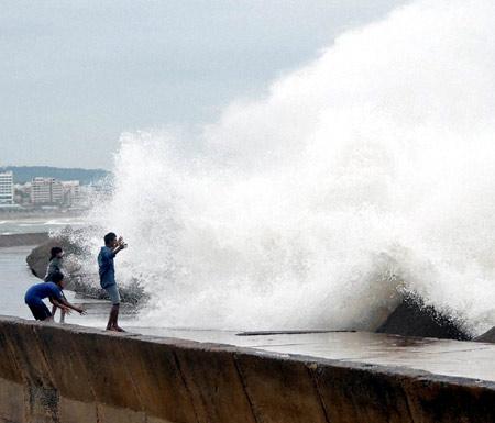 हिम्मत के आगे हार गया चक्रवाती तूफान 'हुदहुद'