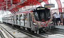लखनऊ मेट्रो: हजरतगंज स्टेशन के नीचे ऐसे निकाली गई विशालकाय सुरंग, देखिए हाईटेक मशीन का कमाल