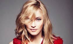 20 साल बाद लौटी Madonna स्टेज पर फिसलीं, Twitter पर बताया गिरने की वजह