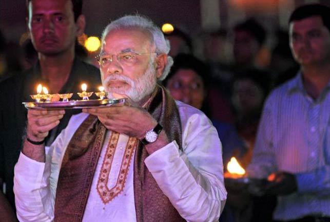 कश्मीर: बाढ़ पीडि़तों को दीपावली की खुशियां बांटेंगे PM मोदी