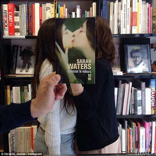 डिजिटल नहीं अब देखिए रियल लाइफ फेसबुक, यहां चेहरों में समा जाती हैं किताबें