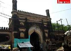 तीन सौ साल पहले औरंगजेब के बेटे ने बनवाई थी गोरखपुर की शाही मस्जिद