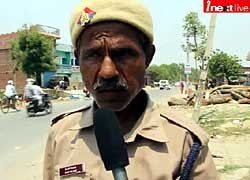 Gorakhpur' man does unique social work of traffic management