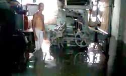 वाराणसी: बाढ़ में डूबीं बुनकर बस्तियां, हजारों बुनकर रोजी रोटी के लिए परेशान