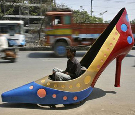 जब गाड़ी बनकर सड़कों पर दौड़े सैंडिल और जूता, देखें 10 अजीबोगरीब वाहन