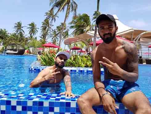 देखें श्रीलंका से मैच जीतने के बाद कहां मस्ती कर रहे इंडियन क्रिकेटर्स