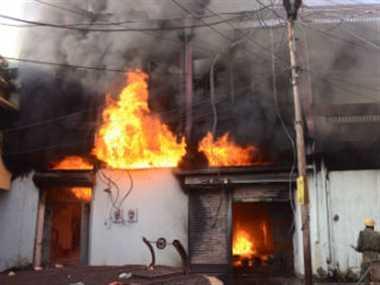 रामेश्वरादि तेल के गोदाम में भीषण आग