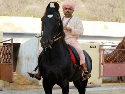 एक ऐसे संत जो रखते हैं सवा करोड़ का घोड़ा!