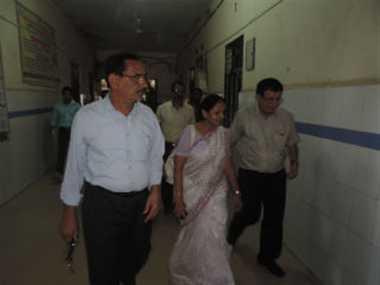 अस्पताल का निरीक्षण करने पहुंची स्वास्थ्य सचिव हुई बीमार,आईसीयू में भर