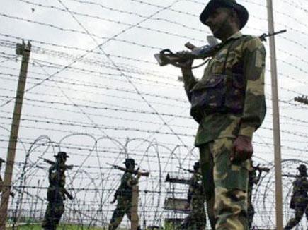 अबु दुजाना के मारे जाने के बाद कश्मीर में कई जगह हिसक झड़पें