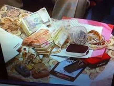 Raid officer ,Black money ,Government ,dunia,पत्नी,बेटी दामाद,साला,नाम,अफसर,काली कमाई