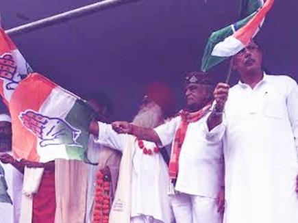 बाबूलाल गौर ने थामा कांग्रेस का झंडा