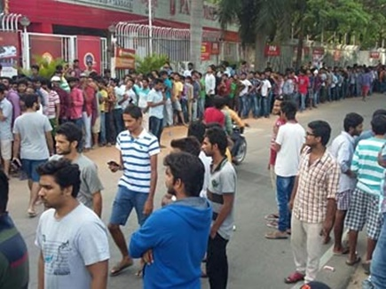 4000 रुपए में बिका बाहुबली 2 का टिकट