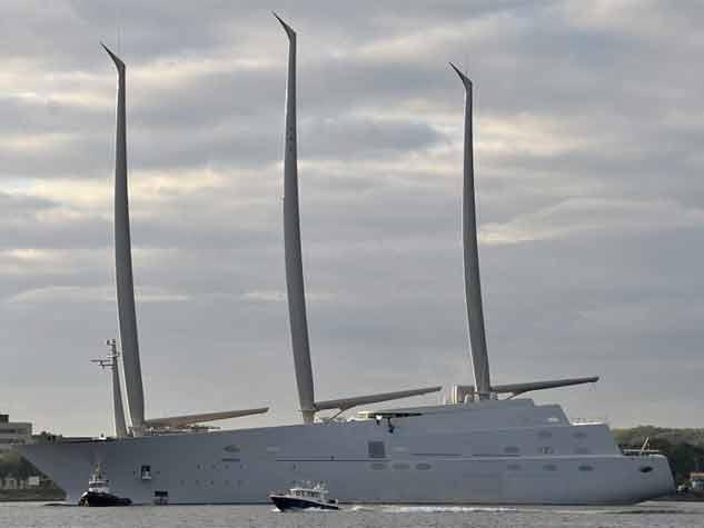 टेस्ट राइड पर निकला दुनिया का सबसे लंबा जहाज