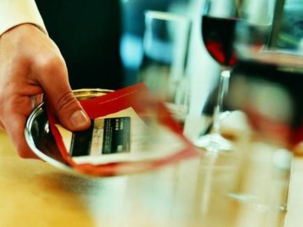 असंतुष्ट हों तो न दें होटल और रेस्तरां में सेवा शुल्क