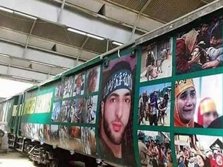 पाक ने स्पेशल ट्रेन पर लगाए आतंकी बुरहान वानी के पोस्टर