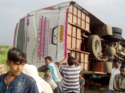 bus accident neemuch city 13 10 2017