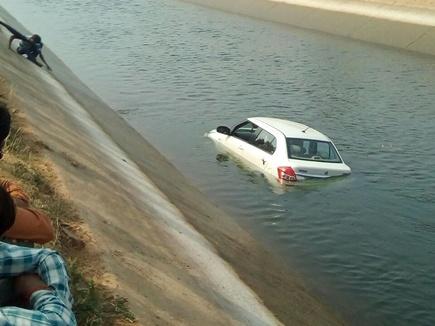 fall canal ,Dabra ,india news ,dunia,डबरा,नहर,गिरी कार,मौत,लोग,निकाला