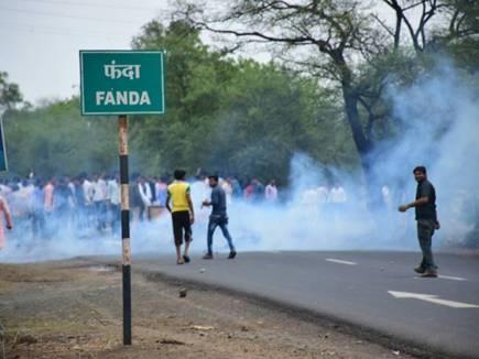 फंदा टोल नाके पर किसानों का हंगामा, ट्रक में लगाई आग, 24 गिरफ्तार