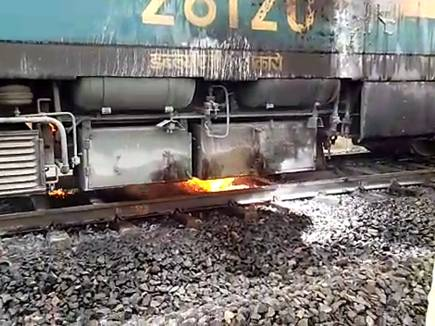 fire in train engine 2017520 10181 20 05 2017