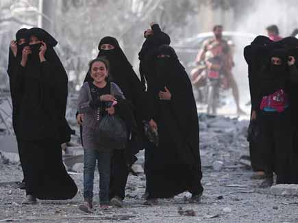सीरिया में आईएस के चंगुल से निकले 2000 बंधक