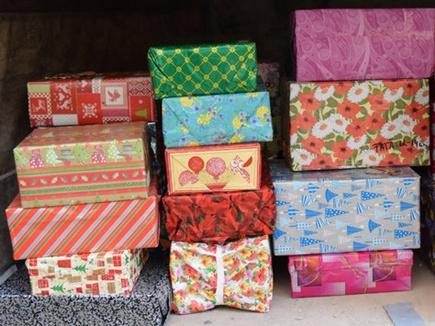 girl shopping christmas gift 30 12 2016