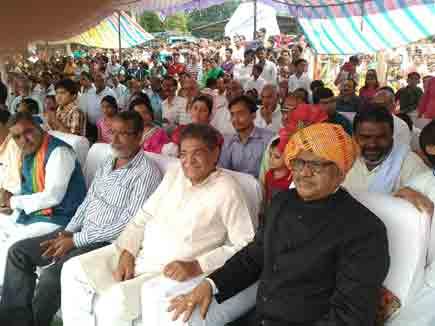 विदिशा में परेड की सलामी के दौरान बेहोश हुए   शेजवार